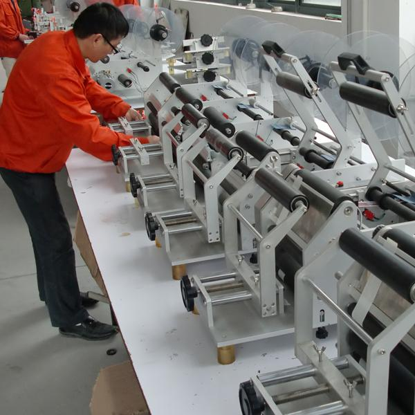 Etiqueta Omron stock máquina de etiquetaxe automática de ollo eléctrico etiquetaxe de frascos de cosméticos