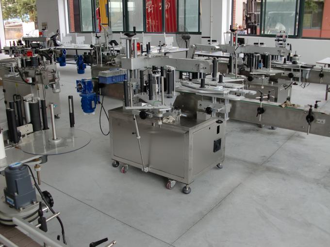 Máquina aplicadora de etiquetas de adhesivos autoadhesivos de certificación CE para a etiquetaxe de botellas de xampú