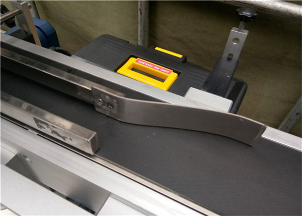 Máquina de etiquetaxe superior para buscar bolsas de plástico / cartón sen estender / bolsa de máscara