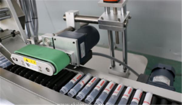Etiqueta de etiqueta adhesiva para vial de motor servo Tubo de ampolla Sitkcer automático