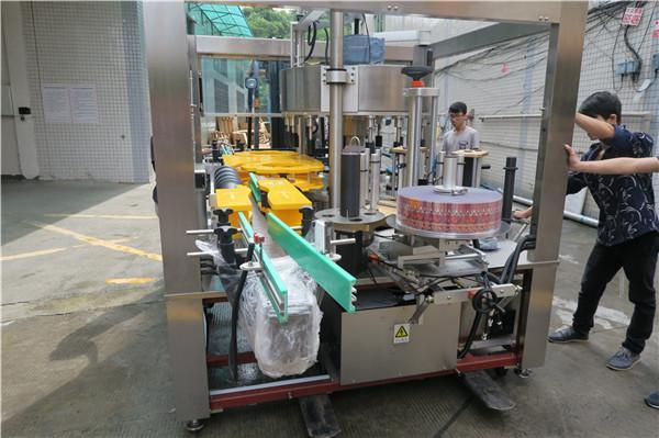 Máquina de etiquetaxe de etiquetas rotativas para botellas de cervexa de zume AC380V 50Hz 5.5KW