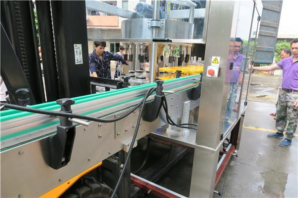 Pantalla táctil de equipos de máquina de etiquetaxe rotativa de botellas eficientes