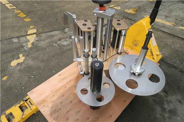 Etiquetadora rotativa de botellas redondas con sistema de rotulación de pratos rotativos
