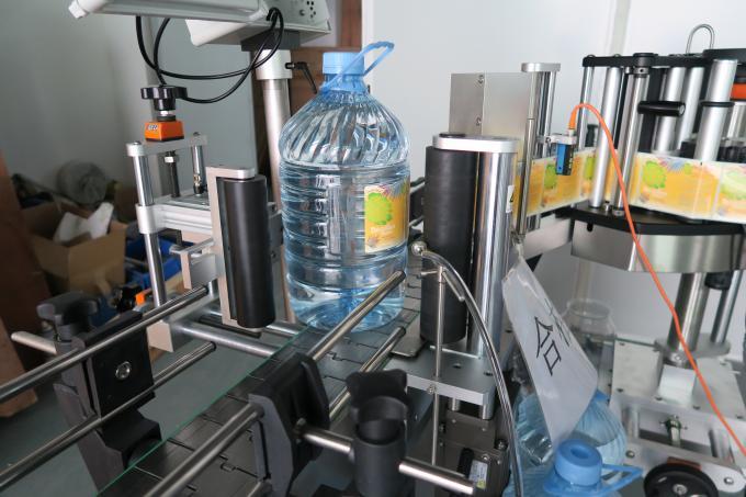 Máquina de etiquetaxe de botellas redondas de auga potable de 5 litros, máquinas de pegar etiquetas autoadhesivas