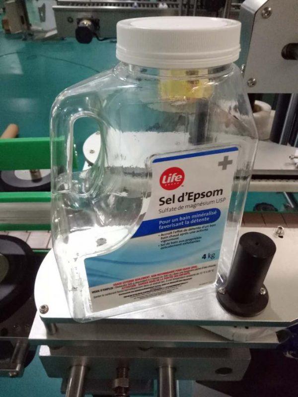 Máquina de etiquetaxe de botellas de auga personalizada, máquina de etiquetaxe de bancos automática para caras dobres