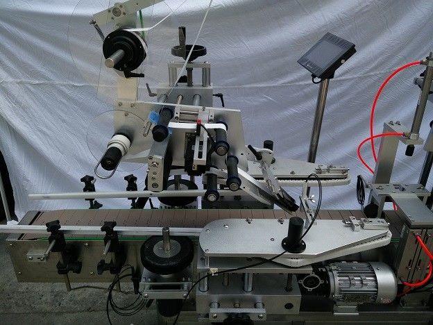 China PLC famoso aplicador de etiquetas de superficie plana da marca MITSUBISHI xaponés con provedor de ollo máxico de detección de obxectos