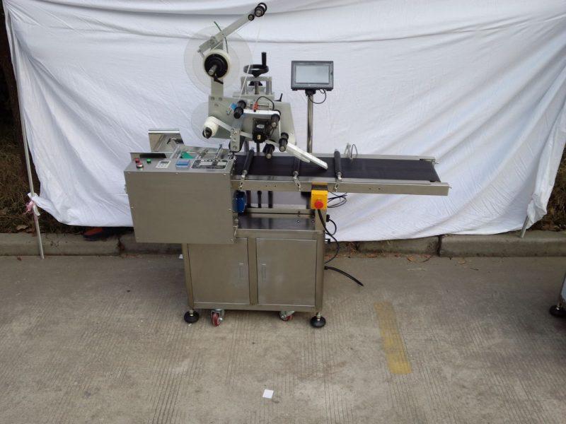 Servo motor aplicador de etiquetas de superficie plana de papel de China por fabricante coñecido da marca Telta