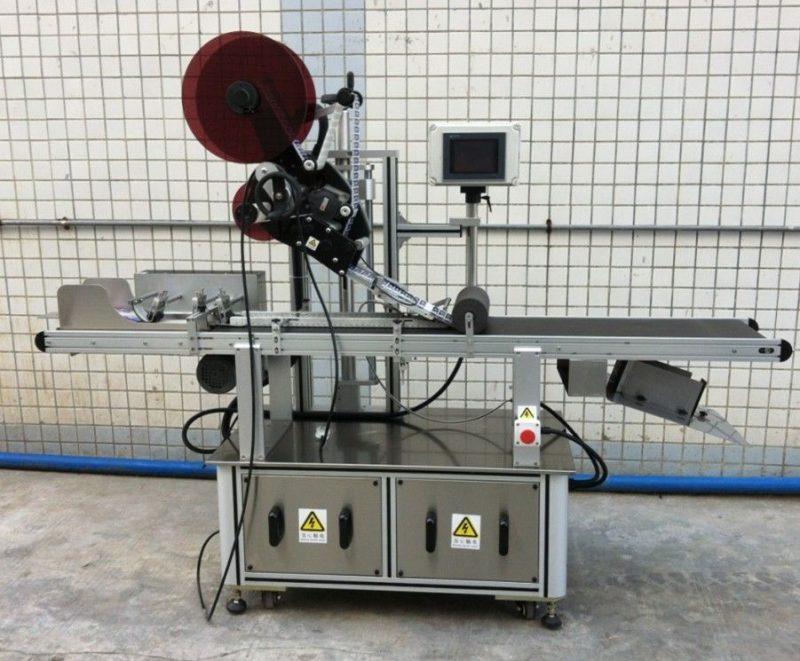 China Máquina de etiquetaxe superior para cartón / bolsas de papel sen máscara / provedor, aplicador de etiquetas de superficie plana