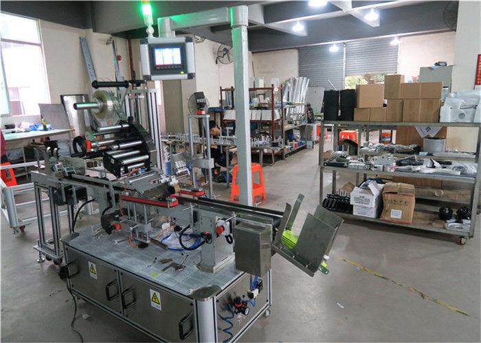 Aplicador de etiquetas de superficie plana da máquina de etiquetado automático de China con transportista / equipamento de etiquetaxe superior