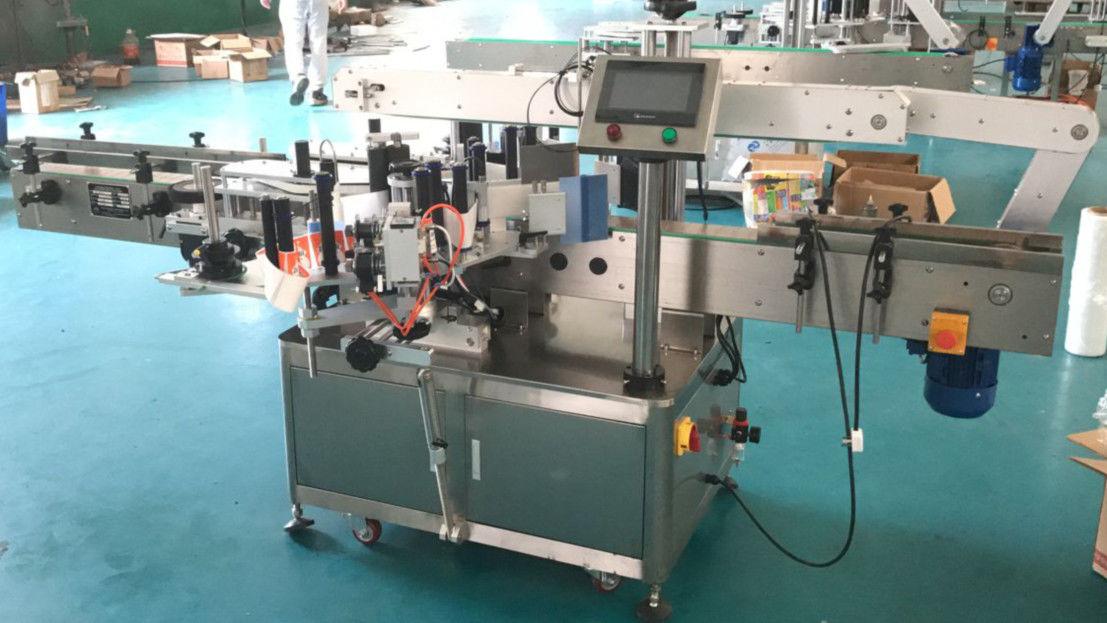 Máquina aplicadora de etiquetas dos lados dianteiro e traseiro con mecanismo de corrección