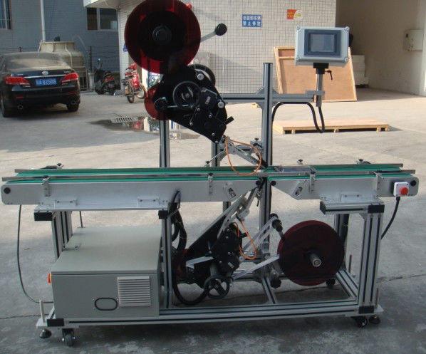 China Máquina de etiquetaxe superior de alta eficiencia con transportador de cinta dividida